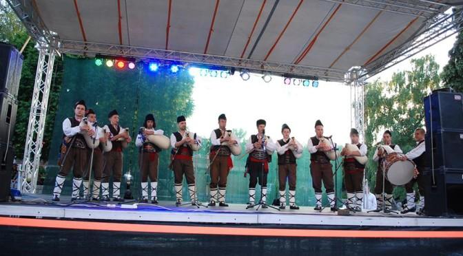 Калофер изказва благодарността си на Ники Божиков за благотворителния концерт