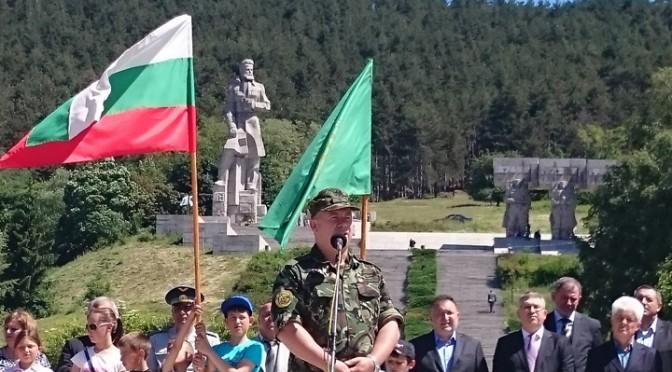 Стотици се поклониха на Ботев в Калофер (ВИДЕО)
