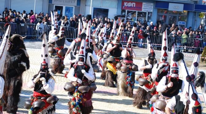Калоферските гайдари и кукери на фестивала в гр. Раковски