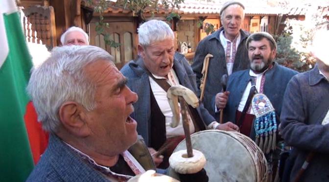 Коледарите тръгнаха и възродиха традиция на един век (ВИДЕО)