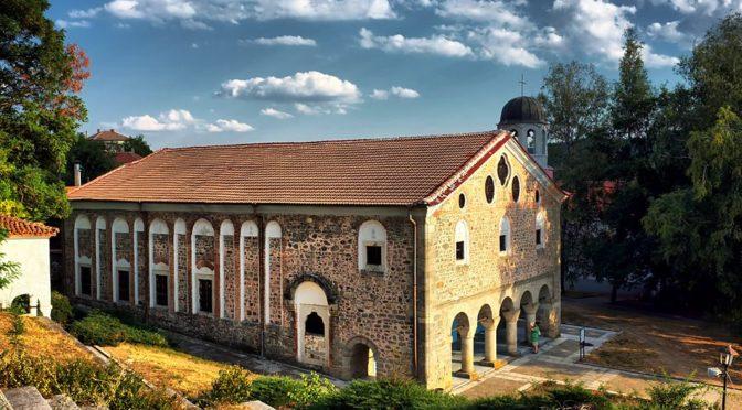 """Храм """"Света Богородица"""" и част от Девическия манастир в Калофер ще бъдат ремонтирани"""