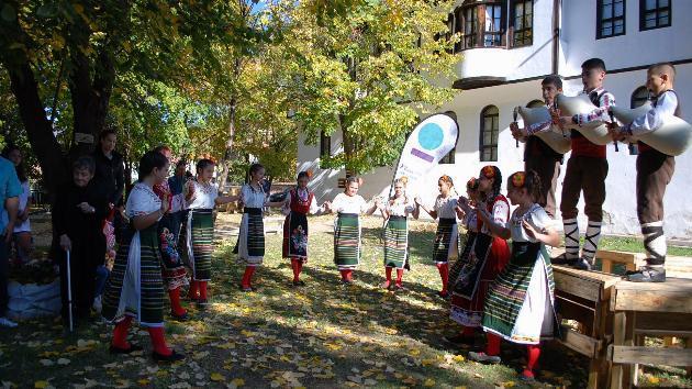 Младежите от Калофер вече имат свой кът за културни прояви и спорт