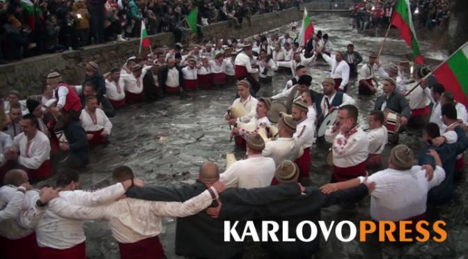 За първа година в мъжкото хоро в Калофер участваха само местните хора