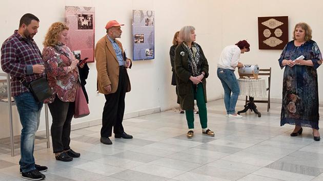 """Изложба от калоферска дантела и съпътстващ я спектакъл """"Бяла магия"""" гостува на Художествената галерия в Русе"""