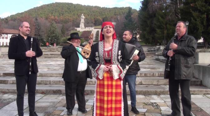 Музиканти от страната пристигнаха в Калофер, за да подкрепят мъжкото ледено хоро